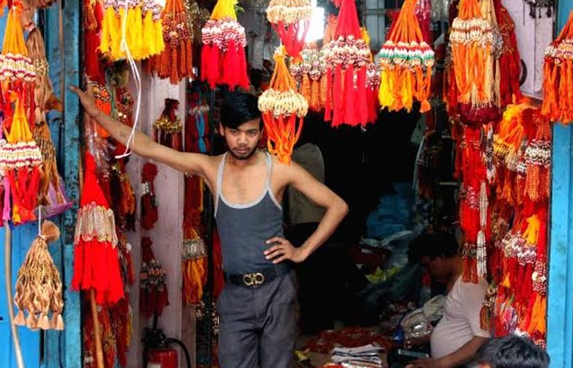 করোনার থাবা রাখি বাজারেও, চিন্তার ভাঁজ কারিগর থেকে ব্যবসায়ীদের